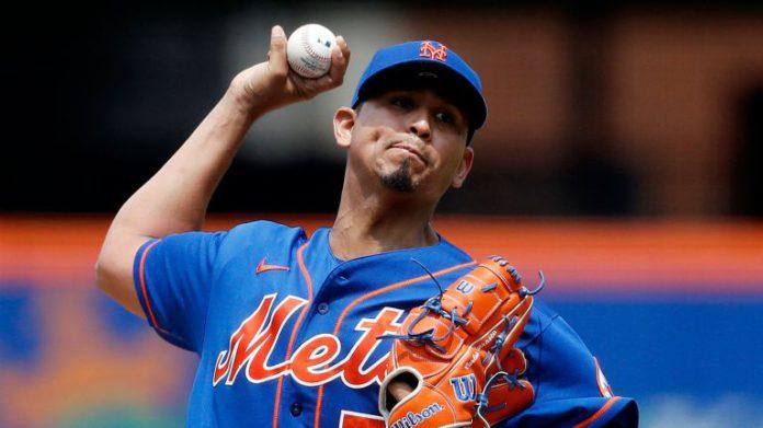 Carlos Corrasco pitching
